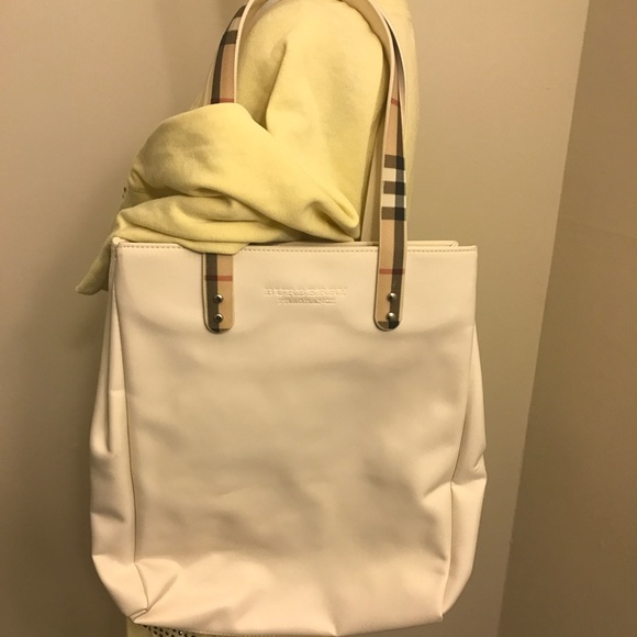 ab495b828846 Burberry Handbags - 🆕Burberry cream signature pattern fragrance tote